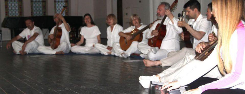 Kirtan grupa Samadhi u novosadskoj Sinagogi
